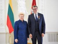Prezidentė Dalia Grybauskaitė įteikė ordiną maestro Modestui Pitrėnui
