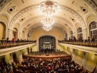 Garsuose slypinčios istorijos ir permainų vėjai Filharmonijoje