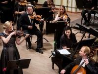 """Filharmonijos koncerte """"Trims"""" – aukščiausius balus pelnęs dirigentas ir trio """"FortVio"""""""