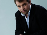 Tenor Kristian Benedikt Graces the Stage